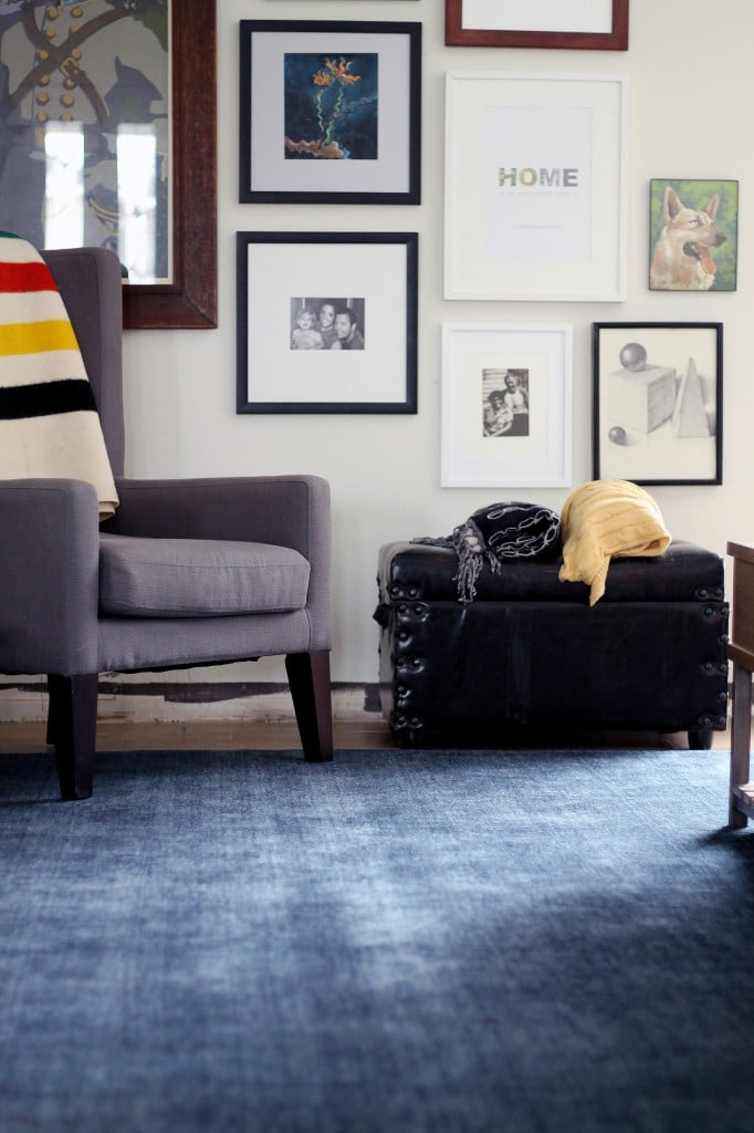 Chris Loves Julia | A Neutral Bold Area Rug Transforms the Living Room