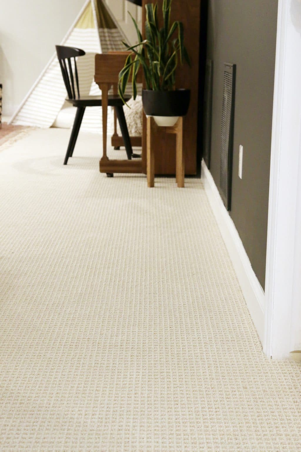 Tips for choosing wall to wall carpet in a modern family for Wall to wall carpeting