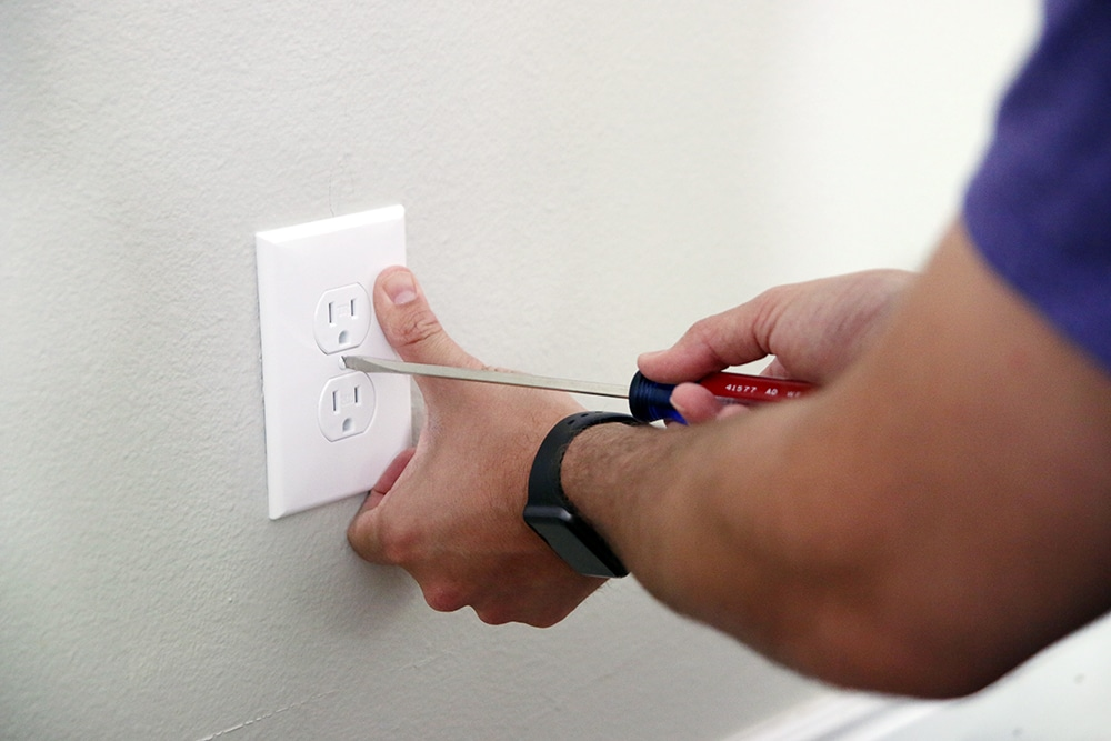How to Swap Out a Loose (or Broken) Power Outlet