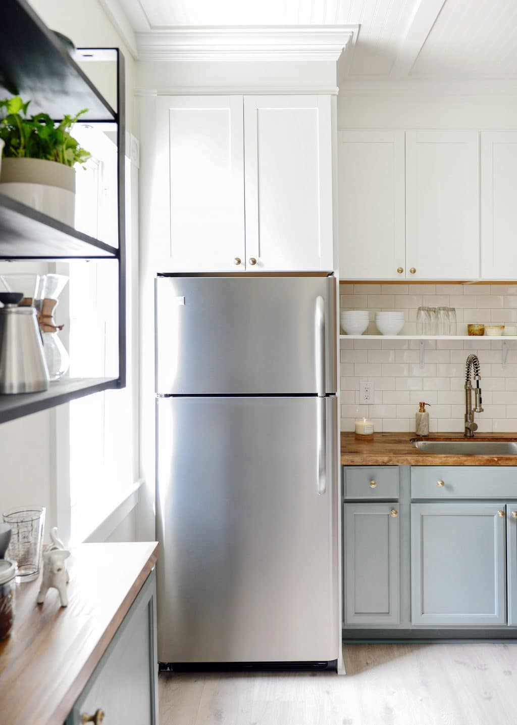 100 year old home gets a 3 day kitchen makeover for less for Small upper kitchen cabinets