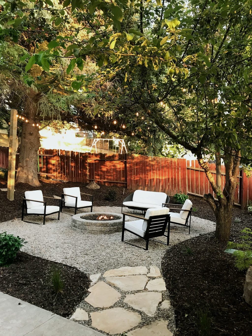 24 Cheap Backyard Makeover Ideas You'll Love | Extra Space ... |Backyard Makeovers