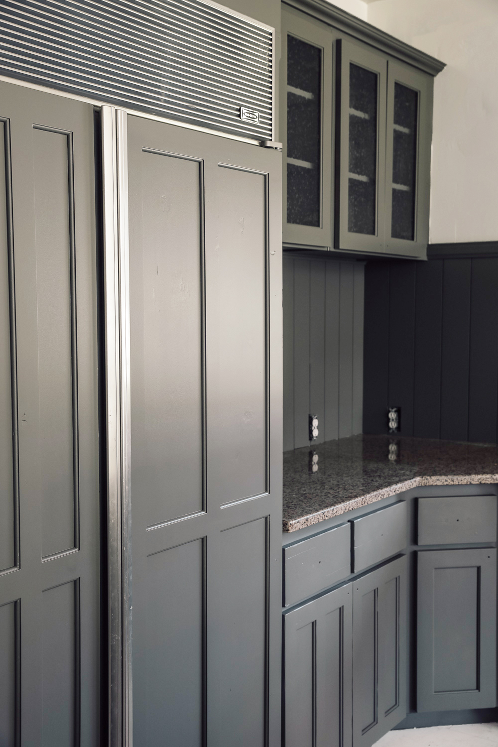 How To Paint Your Cabinets In A Weekend Without Sanding Them Chris Loves Julia