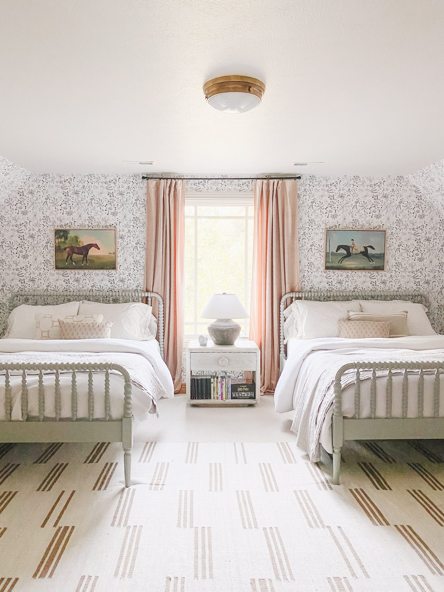 Picture of: Are You Hanging Curtains Correctly Plus Our Favorite Curtains And Rods Chris Loves Julia